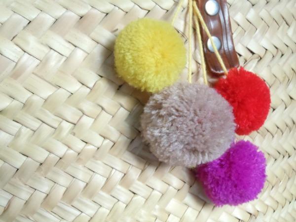 pompom-handbag-bag-pompons-diy-diyearte-handmade-bolso-pompones