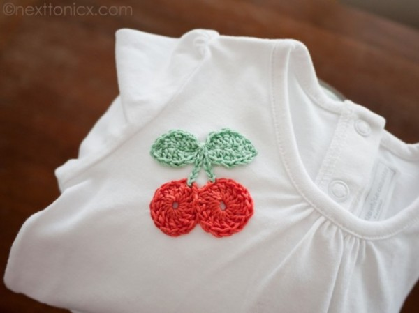 camiseta decorada crochet