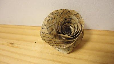como_hacer_flores_de_papel_envejecido_imitando_hojas_de_libro_antiguo_how_to_paper_flowers_fake_old_book_paper