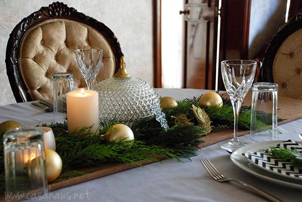 Mesa de Navidad en dorado y negro por Casa Haus