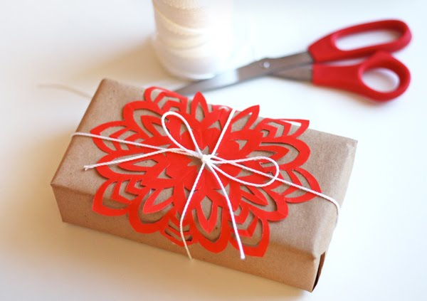 snowflake-gift-topper
