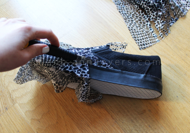 Plan B anna evers DIY Snake slip on step 4