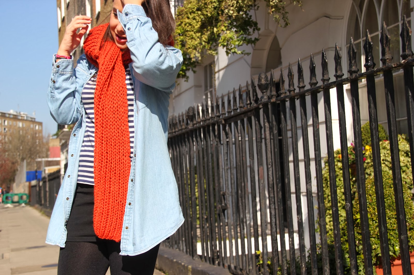 DIY Cómo hacer una bufanda con capucha. Blog de costura y diy.