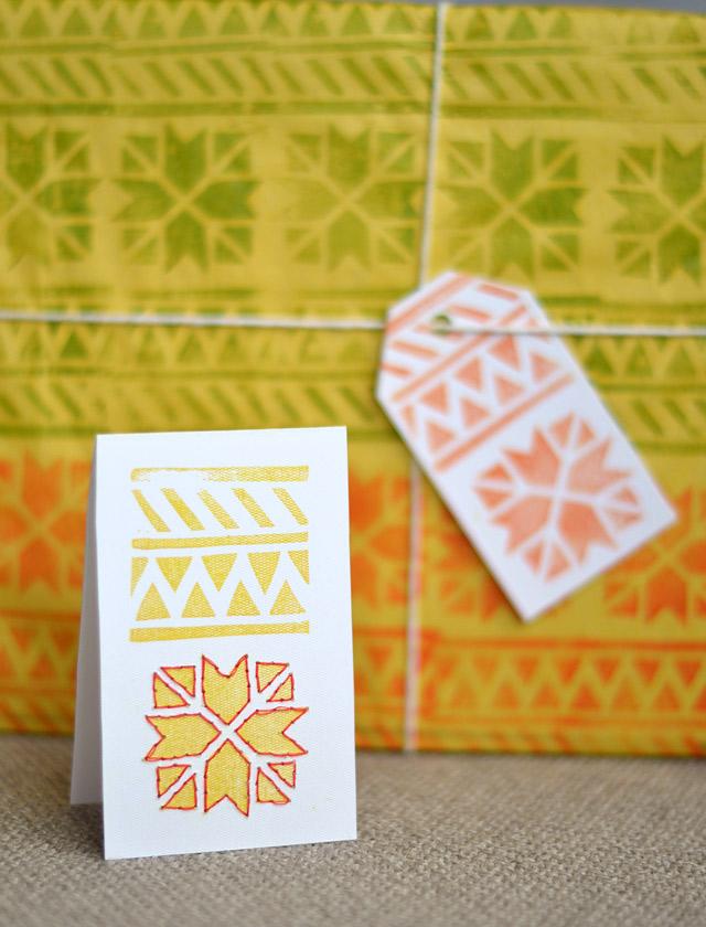 envoltorio y tarjeta a juego