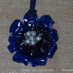 Colgante con forma de flor realizado con una botella de plástico reciclado. Rosa Montesa https://youtu.be/2o4dbsHZIaE