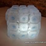 Cómo realizar una lámpara reciclando 45 botellas de plástico pequeñas - Lamp made out of 45 recycled plastic bottles Reciclado Creativo Rosa Montesa https://www.youtube.com/watch?v=gl1RU7tAwgc