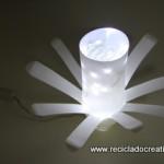 Cómo hacer una lámpara con botellas de yogourt - Reciclado Creativo. Rosa Montesa