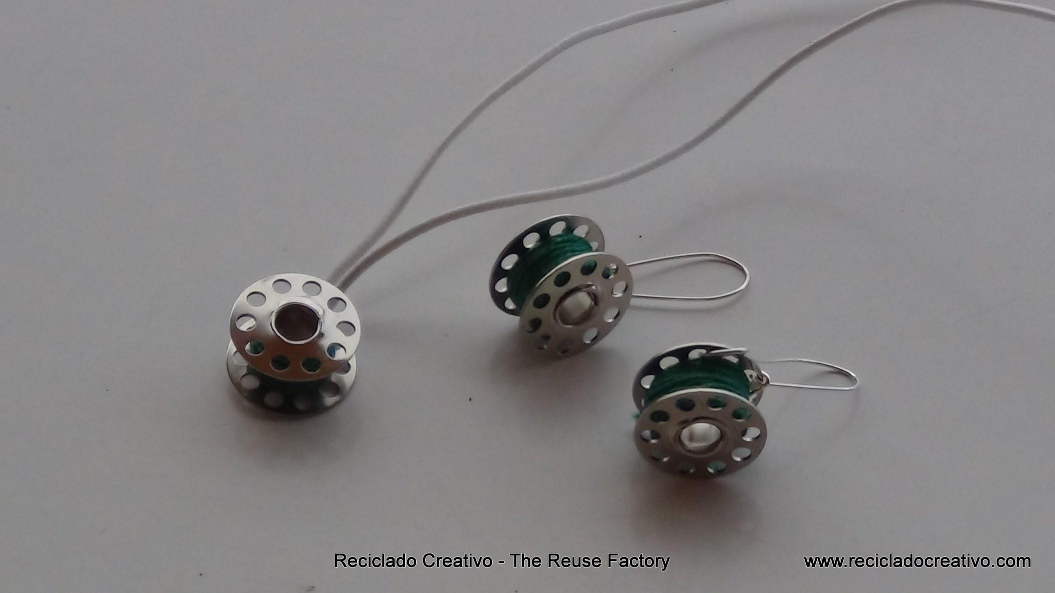 Colgante para collar y pendientes realizados reutilizando carretes de hilo de máquina de coser. - How to make earings and necklace with sewing machine bobbins