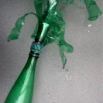 Cómo hacer un florero con hojas verdes decorativas paso a paso reciclando botellas de plástico pet