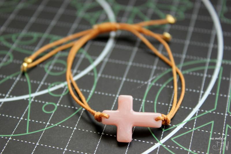 pulsera comunion con cruz y cuero
