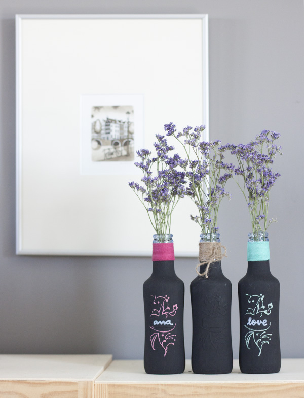 botellas recicladas con pintura pizarra