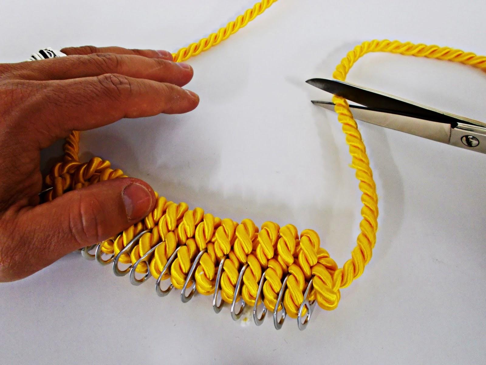 DIY-collar nudos-bisutería-hebillas refrescos-reciclar-reutilizar-7