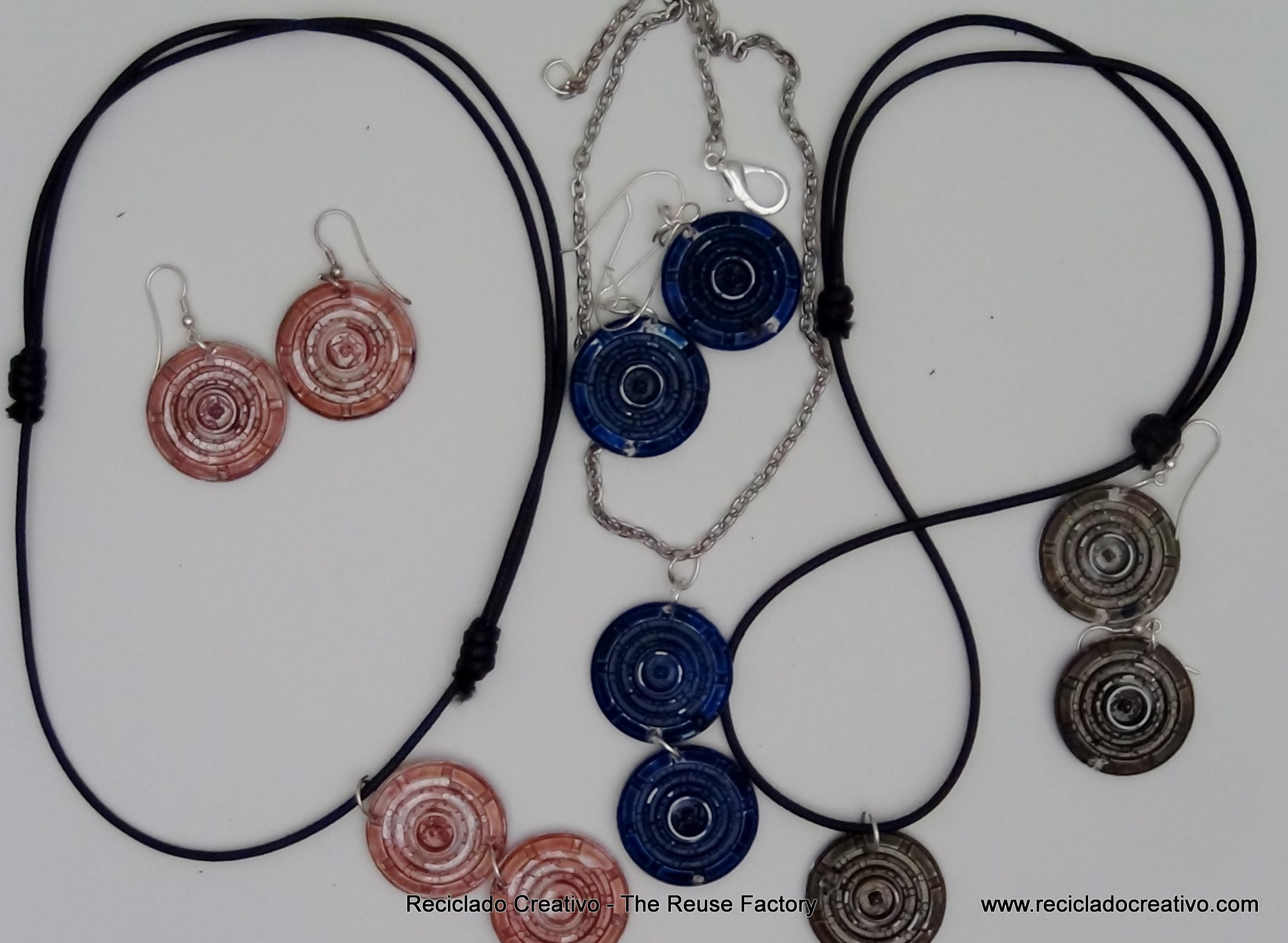 Earings and a Necklaces recycling filters – Dolce Gusto Coffee Capsules. Pendientes y collares con filtros de cápsulas de café Dolce Gusto