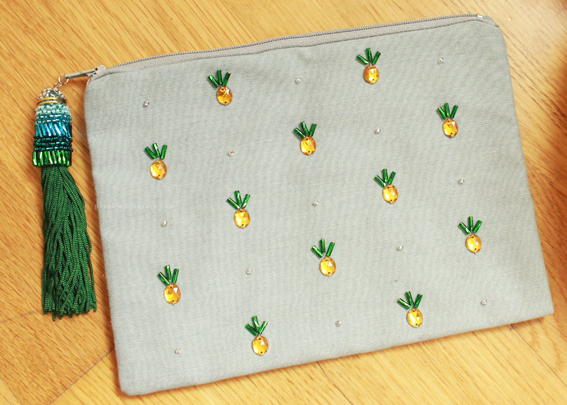 Plan B anna evers DIY Pineapple Pouch.