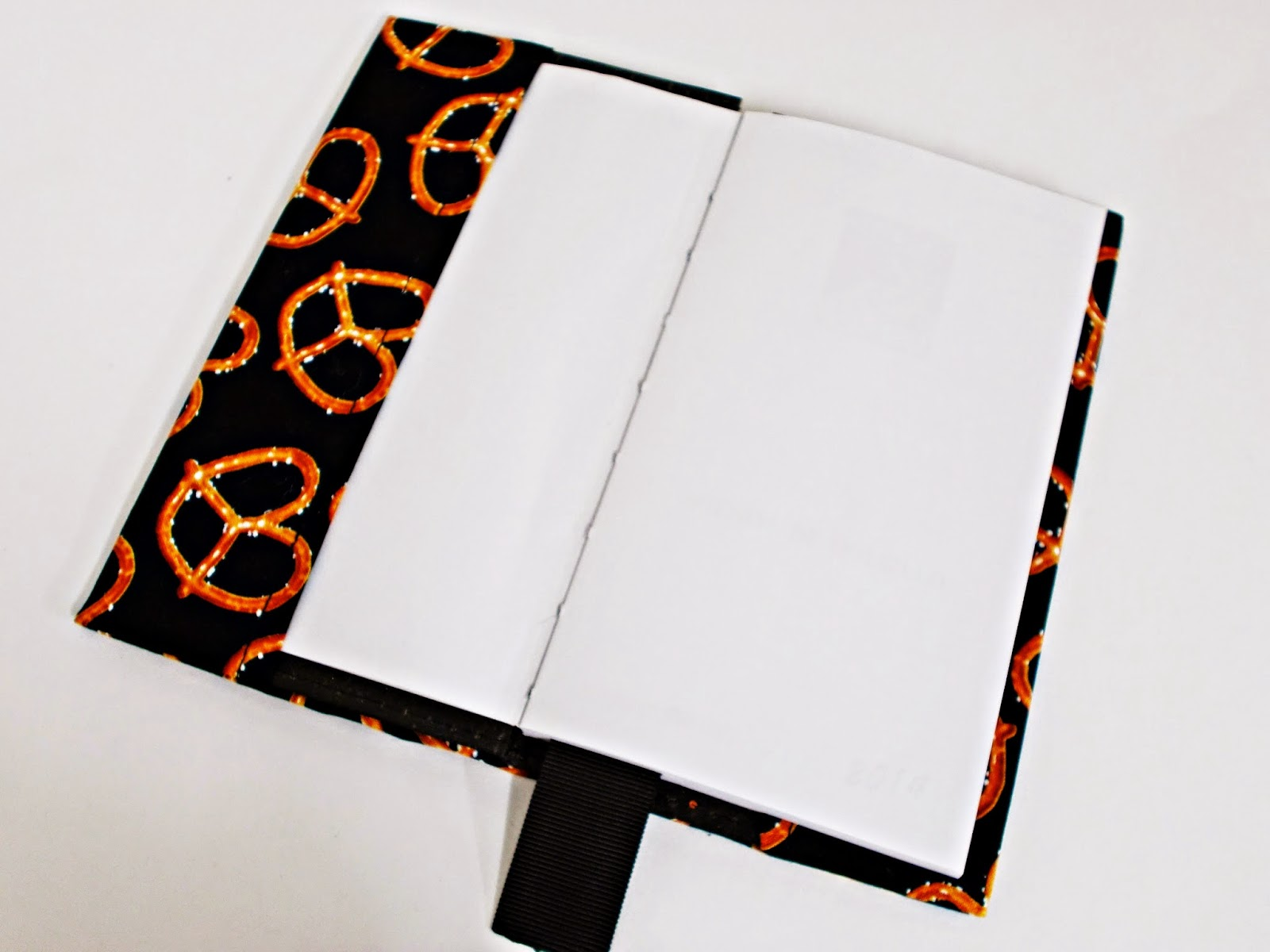 DIY-forrar-encuadernar-cuaderno-libro-libreta-agenda-tela-3