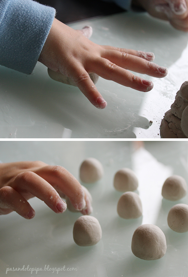 pasandolopipa | amasar pasta de papel con las manos