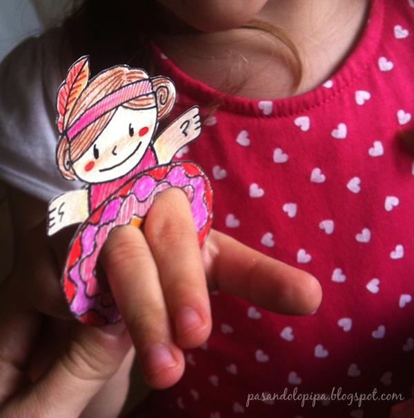 pasandolopipa | LittleAna jugando con su marioneta de dedos