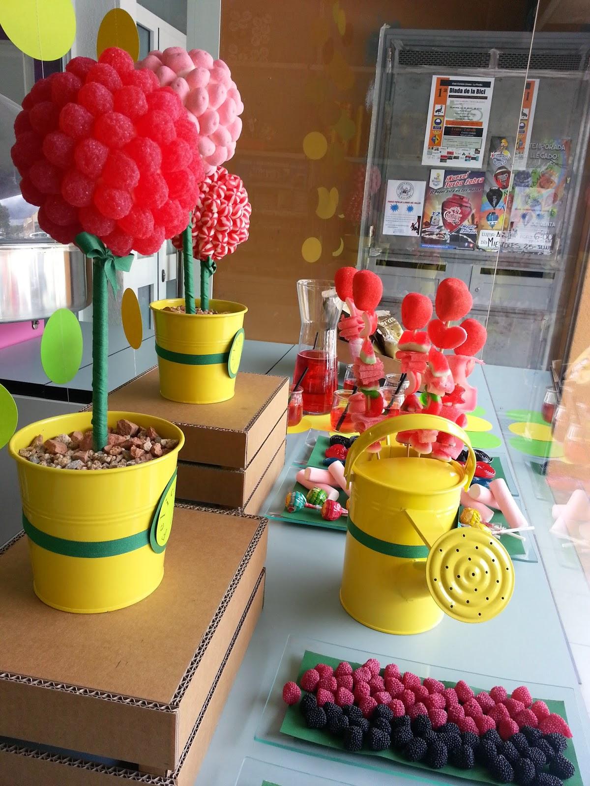 Mesa dulce con flores de golosinas