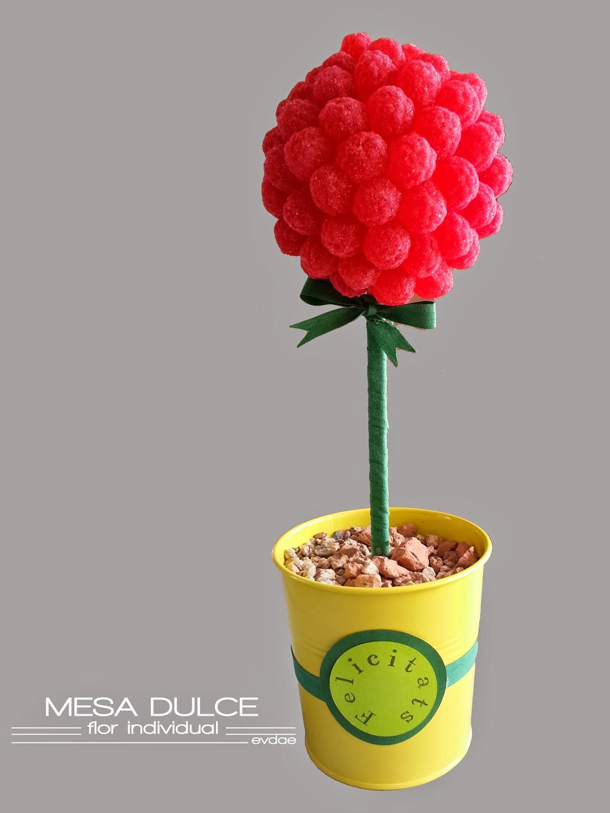 Flor dulce de la mesa dulce del escaparate.