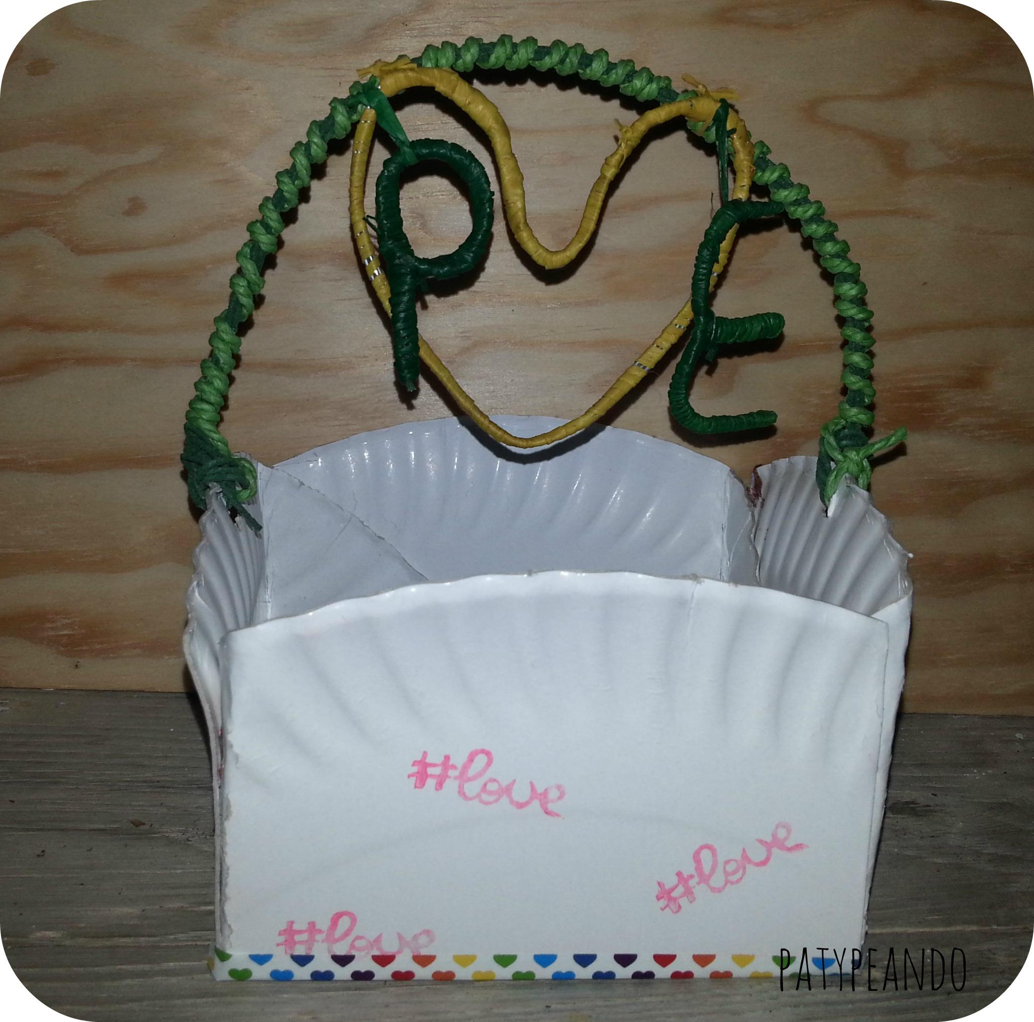 cesta con asa de alambre
