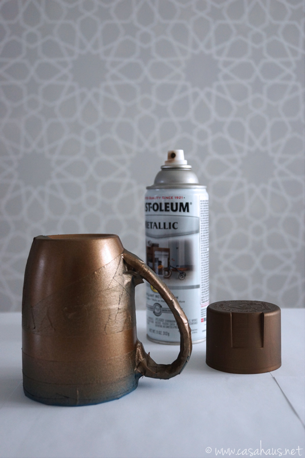Pintar taza / Spray paint the mug / Casa Haus