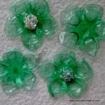 Flores de plástico verdes realizadas con una plancha de ropa - green plastic flowers