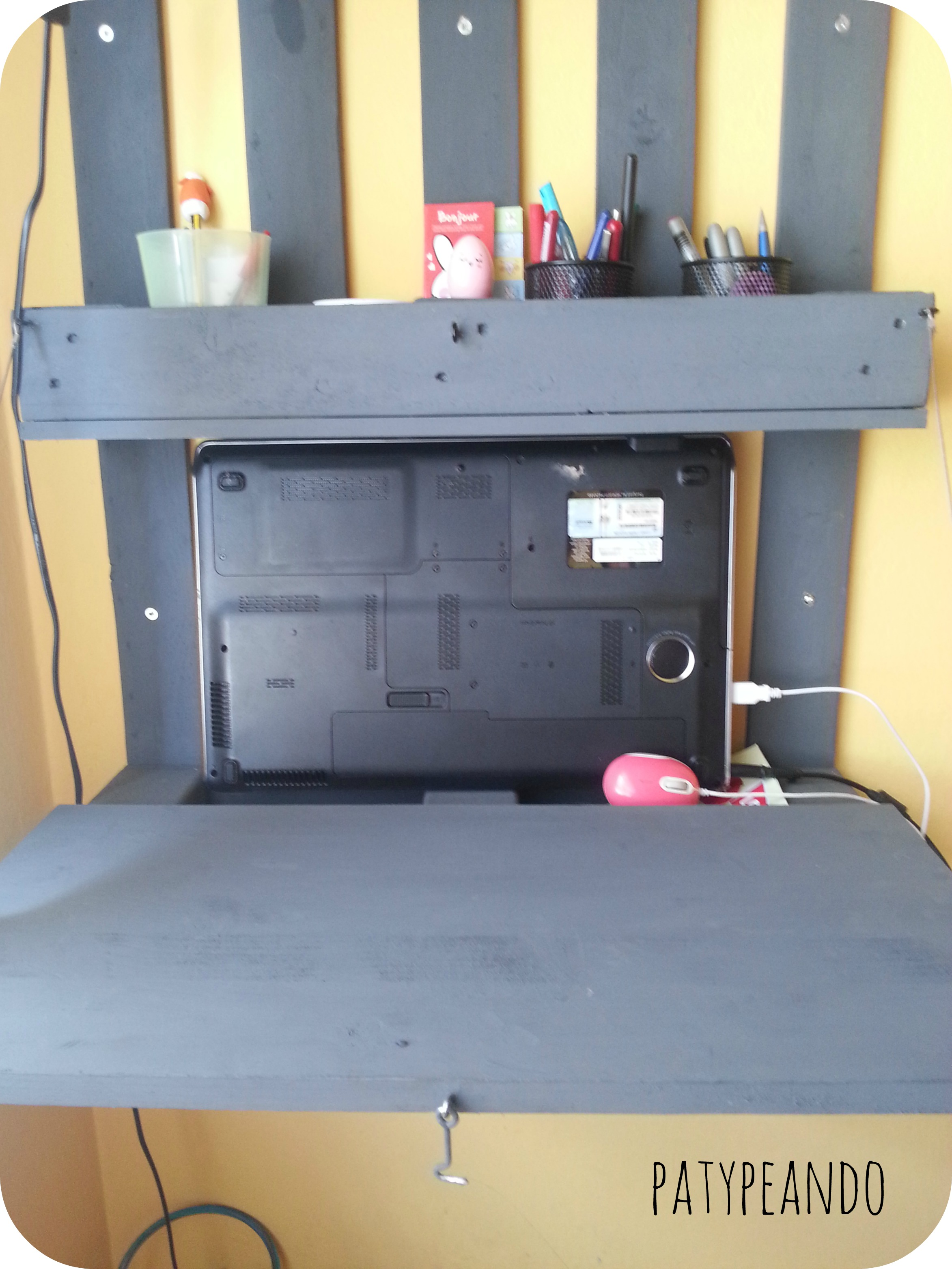 escritorio con un palet 4