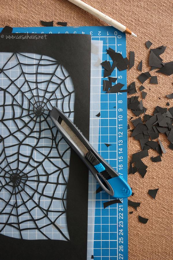 Making the spiderweb / Cortando la telaraña // Casa Haus
