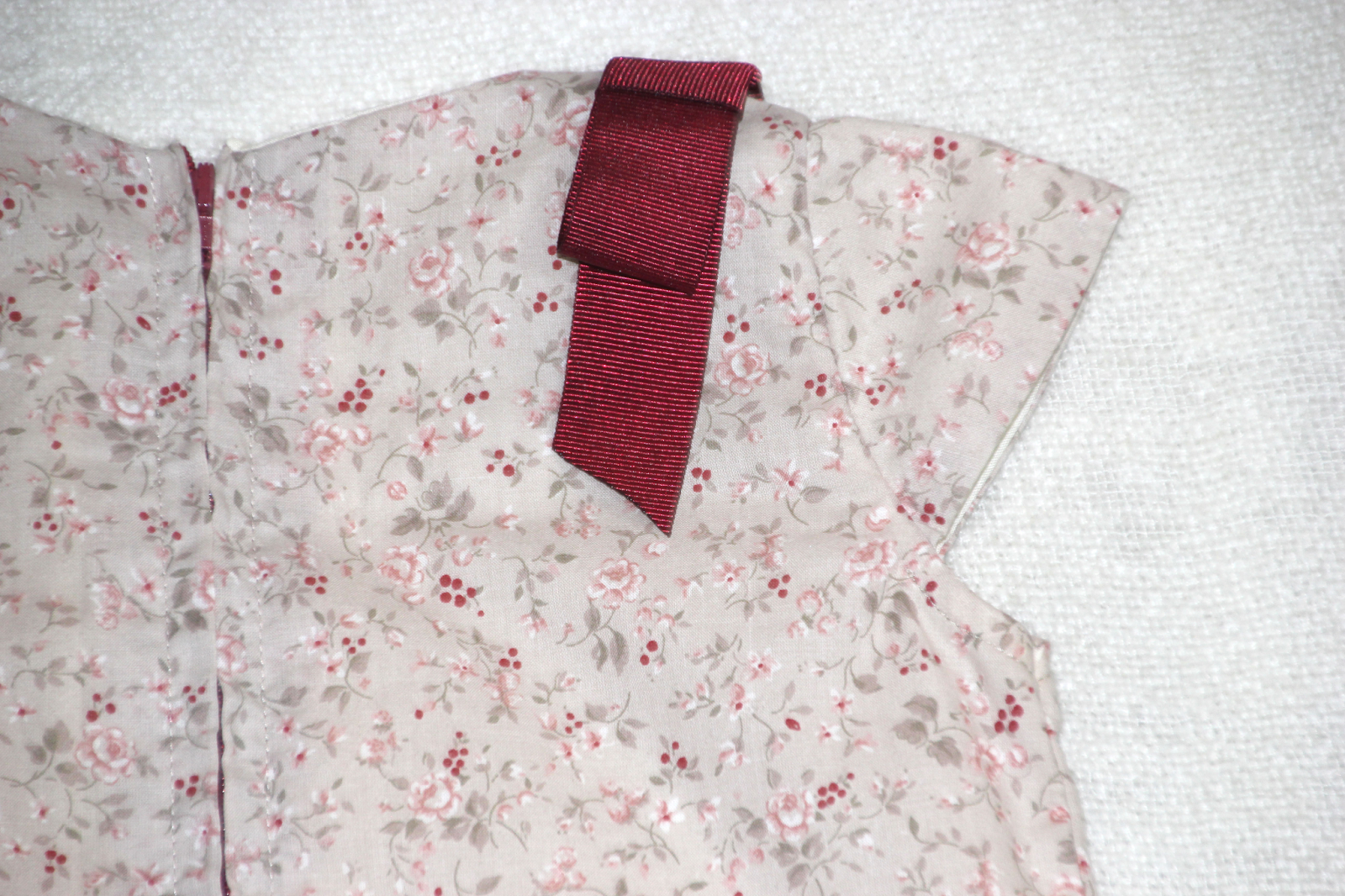 DIY Costura: Vestido de niña con cintura baja (patrón molde gratis)