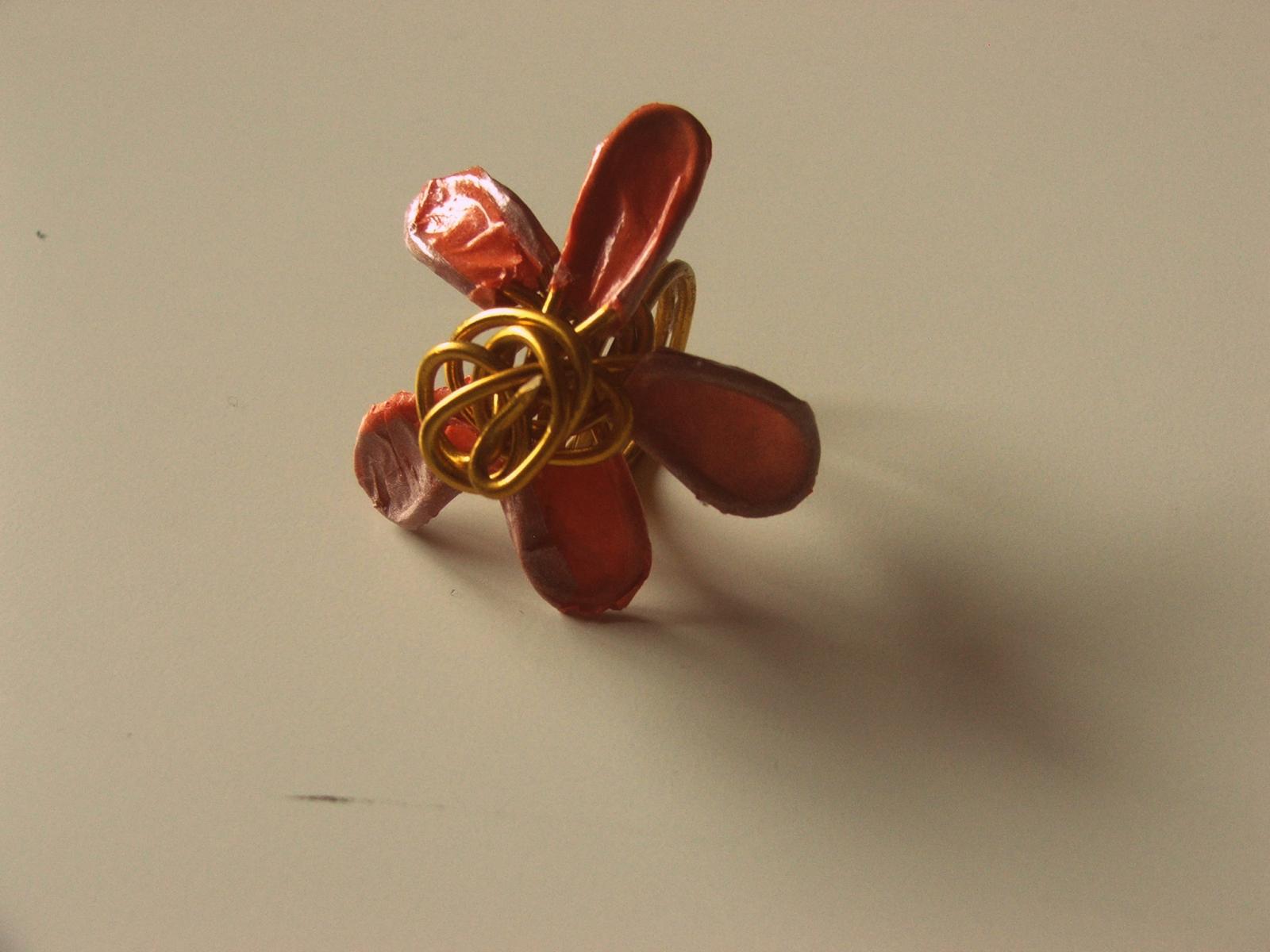 DIY anillo hecho con papel, hilo mágico y Styl Patch