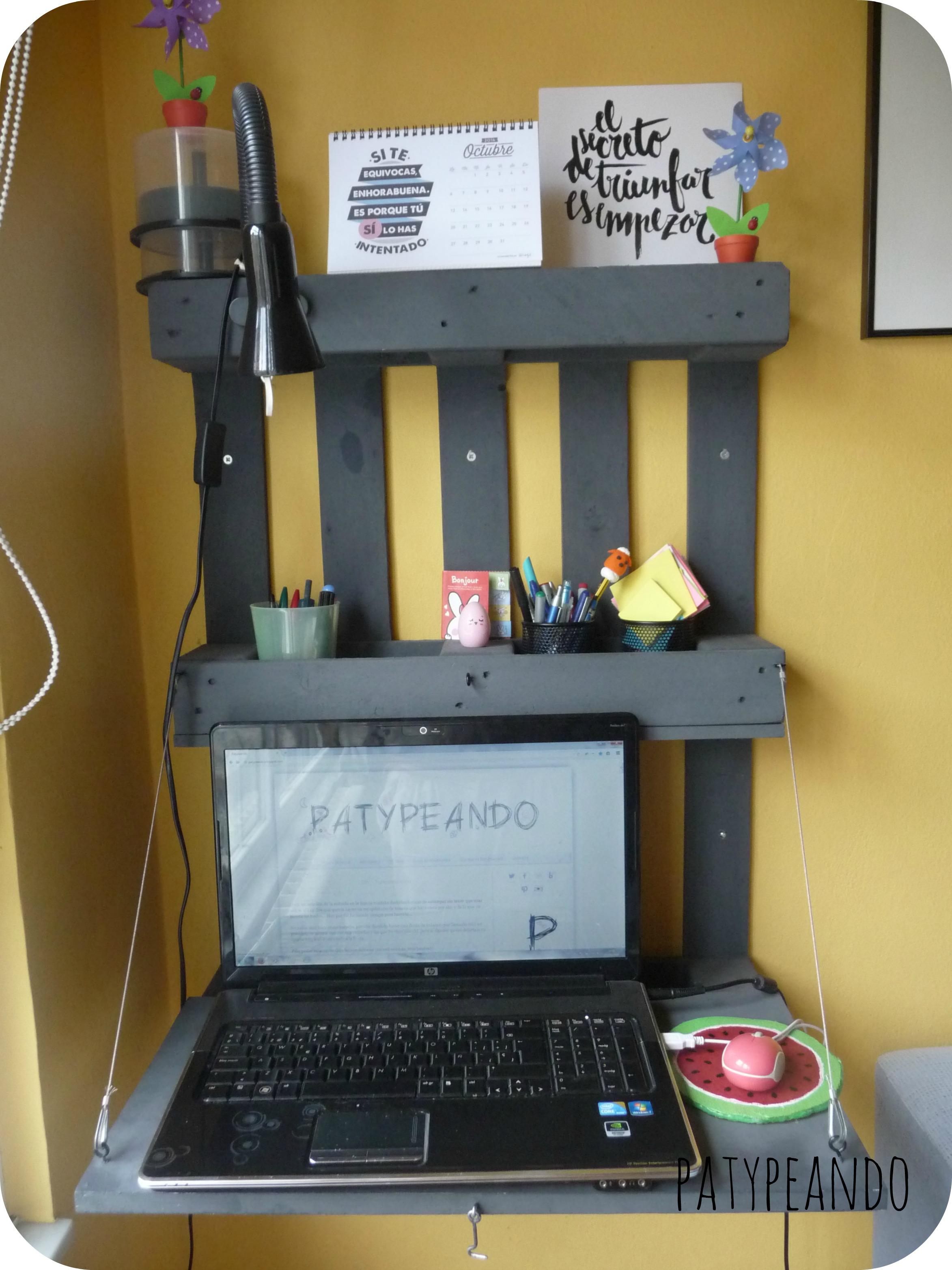 escritorio con un palet 3