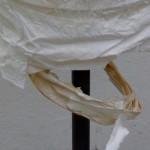 Cómo reforzar una lámpara de papel con gelatina y papel de seda
