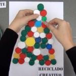 Arbol de Navidad con tapones de plástico