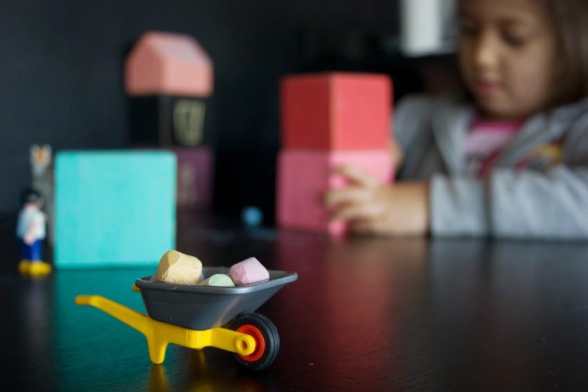 Pequeños arquitectos: Juego de apilables con bloques de palet pintados con chalk paint8