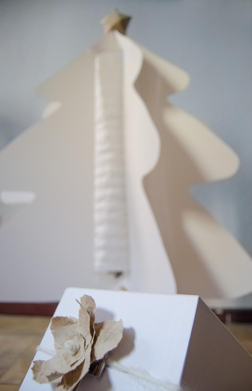 Fábrica de Imaginación DIY como hacer arbol de navidad con papel y una lampara
