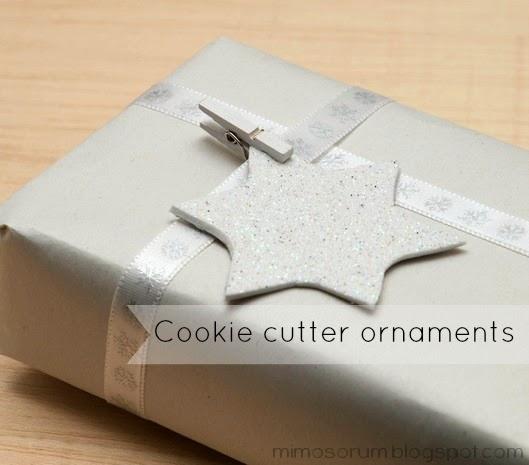 Adornos de Navidad con goma eva y cortadores de galletas.