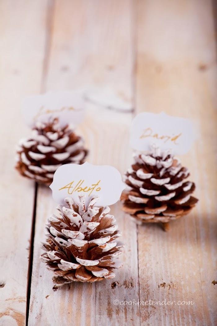 Piñas para poner los nombres en las mesas navideñas