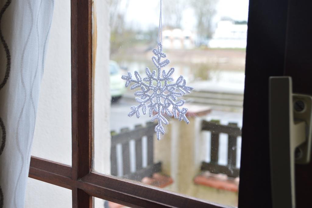 Como hacer copos de nieve de ganchillo y cinco ideas para usarlos ...