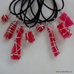 Bisuteria realizada con botellas de plastico recicladas. reciclado creativo. rosa montesa
