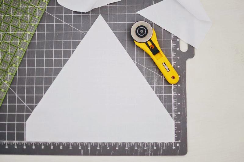 Small & Lowcost: Diy cojín con forma de casa hecho con telas3