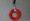 Colgante de color rojo pasión realizado con el cuello de una botella de plástico