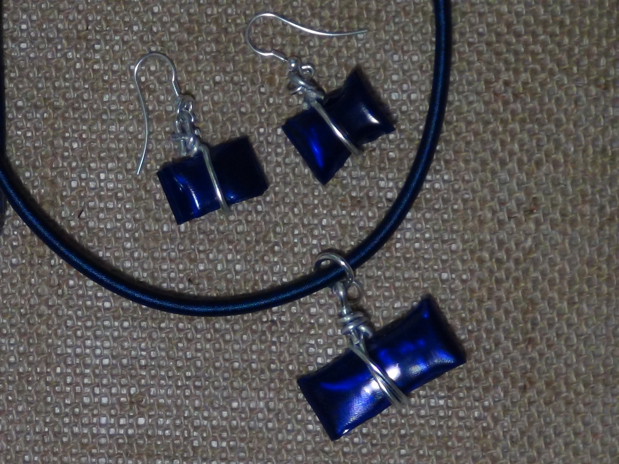 Bisutería realizada con botellas de plástico pet - Jewelry made out of recycled plastic bottles