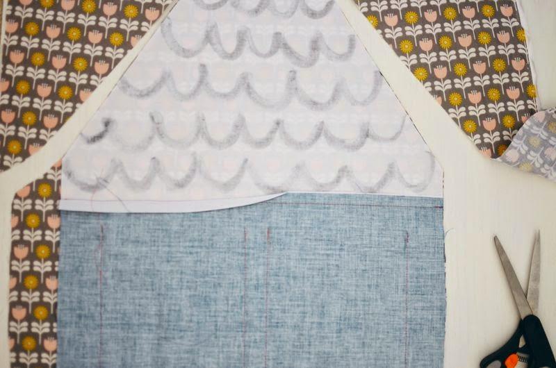 Small & Lowcost: Diy cojín con forma de casa hecho con telas8