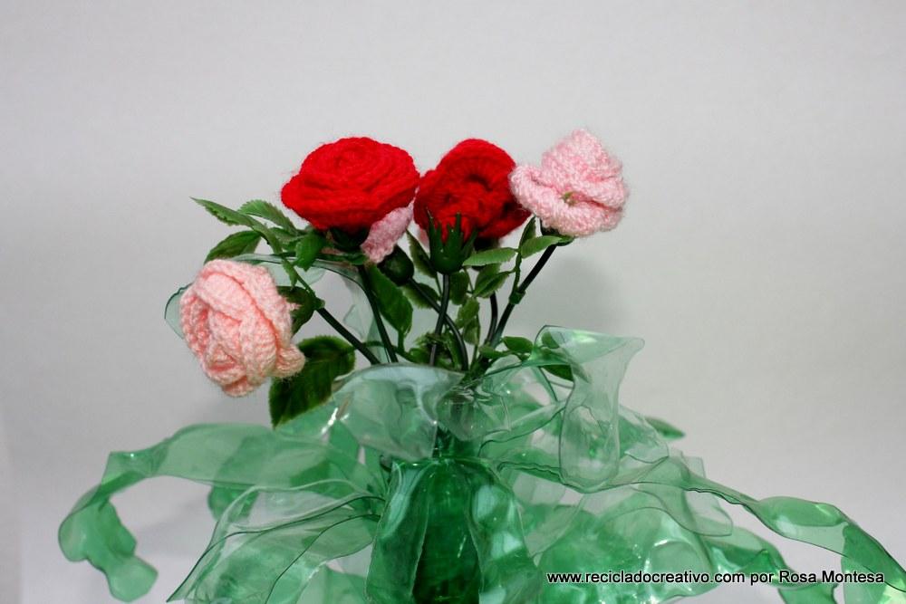 Flores de ganchillo o crochet con hojas de botellas de plástico