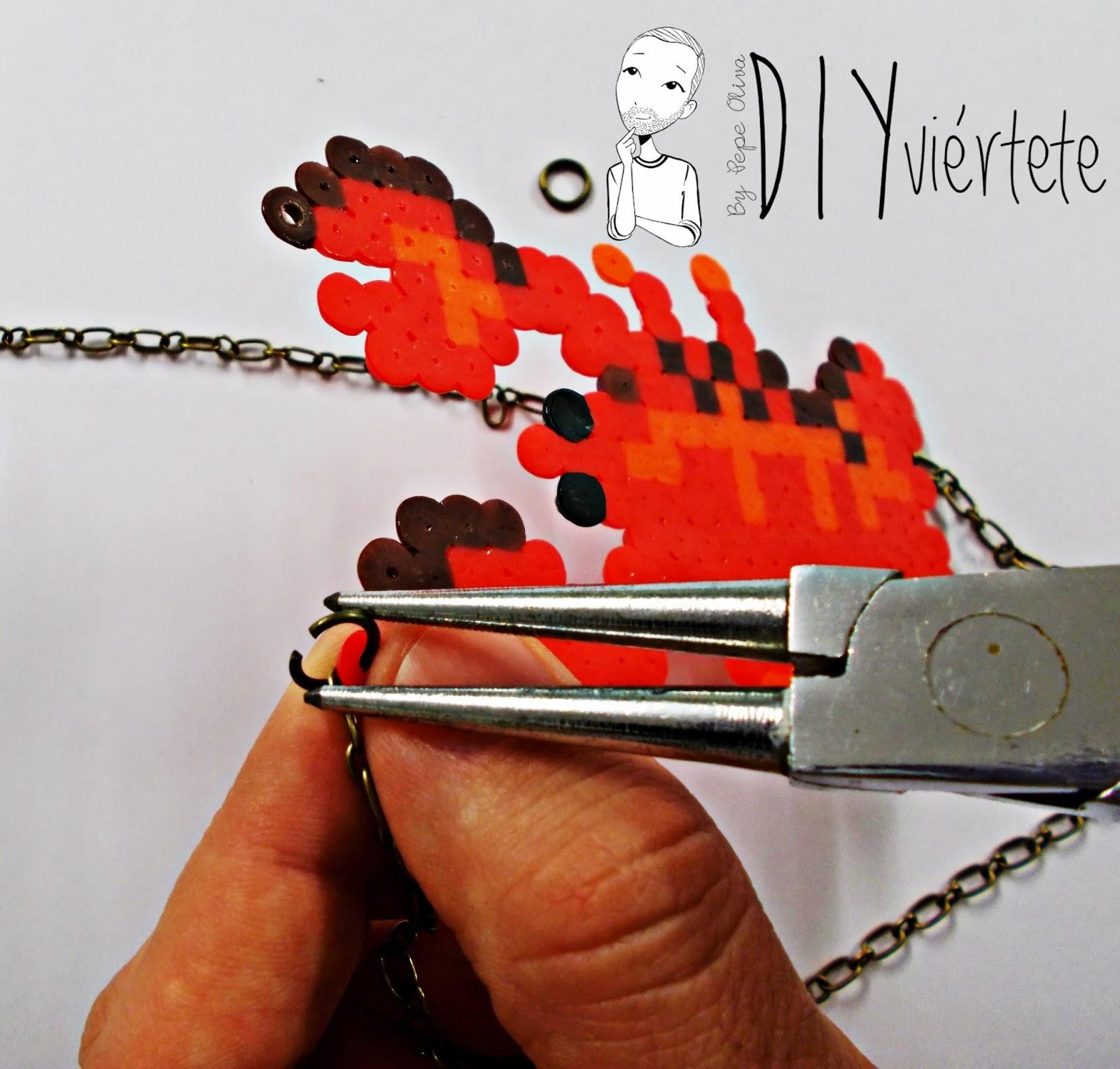 hama beads-diy-langosta-colgante-collar-bisuteria-idea-6