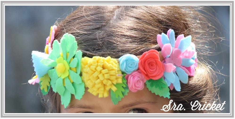 corona de flores de fieltro