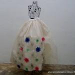 Traje de fallera valenciana con material reciclado (70)