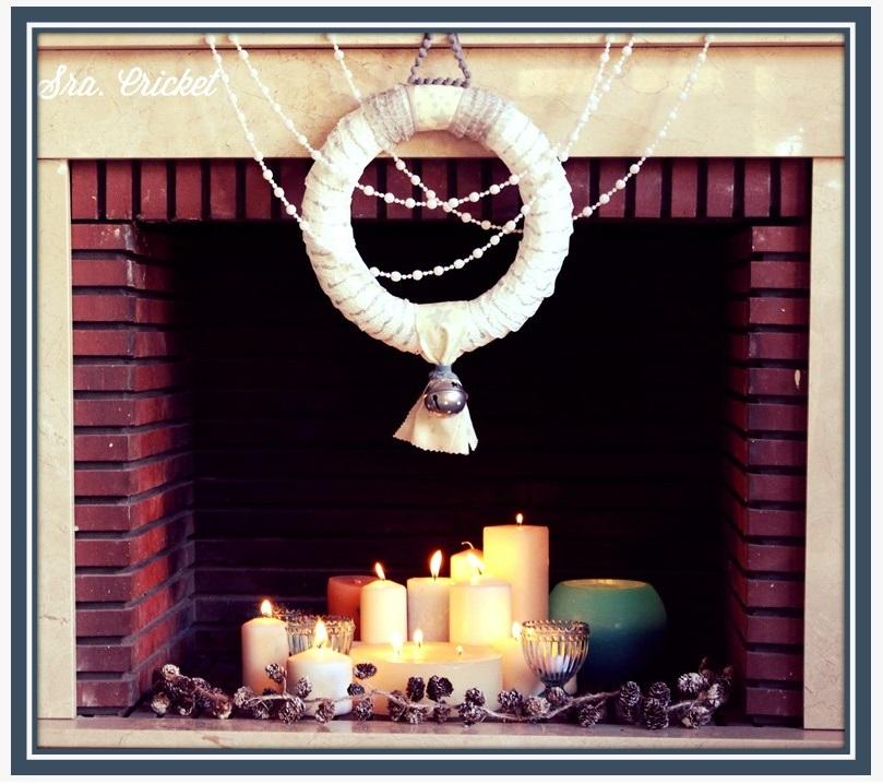 Corona navideña hecha con blondas de papel