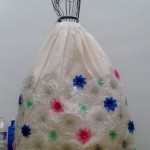 Traje de fallera valenciana con material reciclado (2)