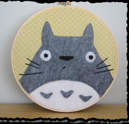 Totoro Hoop! ♥ https://felting.craftgossip.com/2013/10/02/totoro-hoop-felt-tutorial/